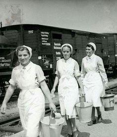 DRK nurse Deutsches Rotes Kreuz German Girls, The Third Reich, Red Cross, World War Ii, Ww2, Lace Skirt, White Dress, History, Trains