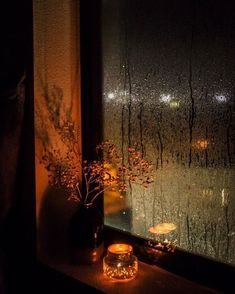 Cozy Aesthetic, Autumn Aesthetic, Night Aesthetic, Aesthetic Bedroom, Rainy Day Photography, Rain Photography, White Photography, Rainy Night, Rainy Days
