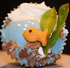 Go Fish Cupcake, this yummy looking cupcake is almost art!