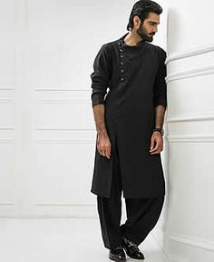 Designer Black Cotton Kurta Designer Black Cotton Kurta for Mens Pakistani Casual Menswear Cotton Kurta Pakistani Mens Kurta, Kurta Men, Mens Sherwani, Indian Kurta, Indian Groom Wear, Indian Wear, Kurtha Designs, Pathani Kurta, Boys Kurta Design