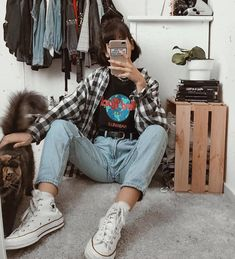 Which one of these 2 outfits do you dig the most? 1 or . 📷 Pics fro 45 Perfect Spring Outfits to Copy Now / 10 Edgy Outfits, Retro Outfits, Vintage Outfits, Cool Outfits, 90s Outfit, Hipster Outfits For Women, Cute Grunge Outfits, White Converse Outfits, 90s Fashion