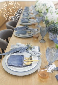 See All the Photos From Ali Fedotowsky-Manno's Denim-Themed Shower Former Bachelorette Ali Fedotowsky-Manno celebrated the impending arrival of her son with a blue-jean-baby-themed bash on the beach Denim Baby Shower, Diamonds And Denim Party, Denim Wedding, Blue Jean Wedding, Baby Motiv, Diamond Party, Creation Deco, Table Set Up, Deco Table