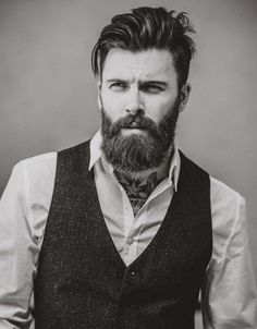 When beard paired with wrong hairstyle or face structure, it can be disastrous. Keep yourself updated with the Latest Modern Beard Styles For Men. Modern Beard Styles, Beard Styles For Men, Hair And Beard Styles, Pelo Hipster, Hipster Stil, Trending Beard Styles, Bart Styles, Beard Growth Oil, Beard Look