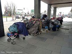 Momenteel zijn er 15.000 daklozen in Nederland, een aantal dat sinds de afgelopen twee jaar stijgt. Tegelijkertijd staan volgens de laatste telling van het CBS meer dan 408.000 woningen leeg waarva... Baby Strollers, Children, Baby Prams, Boys, Kids, Prams, Big Kids, Children's Comics, Sons