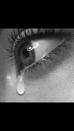 Sad Eyes, Cool Eyes, Little Girl Photos, Crying Girl, I Miss You Quotes, Human Drawing, Amazing Eyes, Breakup Quotes, Girls Dp