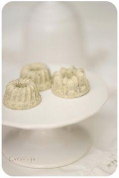 Weiße Oreo-Gugl (Schoko+Oreos)& Schoko-Karamell Sterne mit gesalzenen Erdnüssen <3 (Mini Muffin Schokolade)