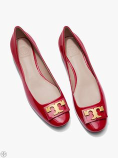 Introducing our Sixties-inspired patent leather Gigi Pump. Offered in an ultra-versatile color range, it is the perfect middle-ground between a heel and flat. The style has a classic round toe, a flar