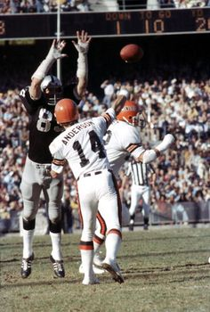 Old School Football Nfl Broncos, Oakland Raiders Football, Nfl Football Players, Bears Football, Cincinnati Bengals, Football Referee, Football Uniforms, Football Cards, Denver Broncos