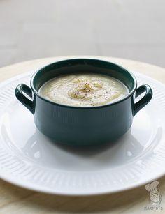Bloemkoolsoep met komijn - deze soep is supersimpel om te maken. Ik at de soep voor de lunch, maar het kan ook prima als voorgerecht of met wat brood voor diner. (Lees het recept op mijn site.)