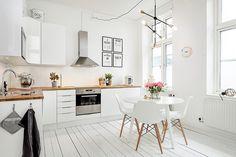 studio apartment kitchen, modern, white, interior, home Nordic Kitchen, Scandinavian Kitchen, New Kitchen, Kitchen Dining, Kitchen Decor, Kitchen Ideas, Kitchen White, Kitchen Modern, Kitchen Small