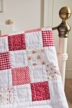 patchwork blanket-red-and-white-patchwork materials-some-with-flowers-pattern Quilt Display, Patchwork Blanket, Knitted Afghans, Mitered Corners, Applique Quilts, Quilting Projects, Sewing, Knitting, Creative