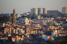 Porto 8 e 10 da manhã em ponto, sem filtros / Porto, 8:10 a.m. sharp, no filters | Porto Envolto. Por Vera Dantas