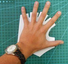 Расчет размеров выкройки:  ширина перчатки по линии подушечек на 3 см больше руки ширина каждого «пальца» перчатки в 2 раза шире пальца руки место под большой палец должно быть в 2,5 раза шире пальца (если тут будет слишком узко, перчатку снять будет проблематично)