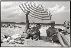My Parents, Peter's Pond Beach, Wainscott, Long Island, 1992 by Annie Leibovitz Annie Leibovitz Fotos, Annie Leibovitz Photography, Big Umbrella, Richard Avedon, National Portrait Gallery, Happy Mothers Day, Portrait Photographers, Portraits, Photo And Video