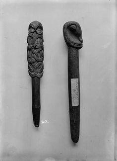 Whakapakoko rākau (god stick) This whakapakoko atua (god stick) is believed to represent Rongo, the god of agriculture. These sticks were often located near gardens of kūmara (sweet potatoes). They were protective talismans to ensure plentiful crops. Ohm Tattoo, Polynesian People, Maori Designs, Maori Art, Effigy, Animal Totems, Bone Carving, Archaeology, Metal Working