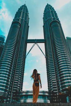 Petronas Twin Towers in Kuala Lumpur Genting Highland Malaysia, Kuala Lampur, Kuala Lumpur Travel, Malaysia Travel Guide, Malaysia Truly Asia, Cozy Aesthetic, Singapore Travel, Countries To Visit, Beautiful Places In The World