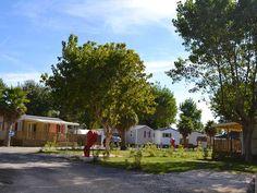 Camping à Sérignan plage à côté de Valras et du Cap d'Agde.  Vous rêvez de vacances en camping à la mer !  Le Camping Le Clos de la Grangette *** vous accueil à Sérignan Plages dans l'Hérault à côté de Valras et du Cap d'Agde.   Camping entièrement privatisé, sécurisé et équipé de mobilhomes spacieux avec confort maximal.