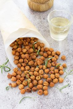 Baked crispy chickpeas with paprika and rosemary - Finger food Kitchen Recipes, Dog Food Recipes, Vegetarian Recipes, Cooking Recipes, Healthy Recipes, Antipasto, A Food, Good Food, Food And Drink
