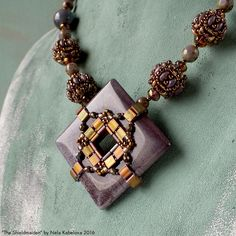 by Nela Kábelová Beading Tutorials, Beading Patterns, Beaded Jewelry, Beaded Bead, Beaded Necklaces, Jewellery, Craft Patterns, Bead Earrings, Bead Weaving
