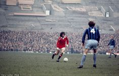 Renovation works at Old Trafford failed to deter a host of supporters who had the pleasure to watch George Best take on Middlesbrough in a FA Cup fifth round clash in 1972. The two would draw 0-0 but United won the replay 3-0