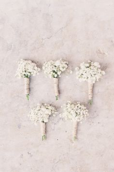 Collection of baby's breath boutonnieres for groomsmen at vintage wedding wooden ceremony arch Diy Bouquet Mariage, Diy Wedding Bouquet, White Wedding Bouquets, Wedding Boutonniere, Wedding White, Babys Breath Boutonniere, Boutonnieres, Flower Girls, Vintage Wedding Flowers