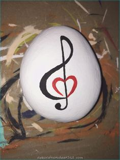Easy paint rock for try at home (stone art & rock painting ideas Rock Painting Patterns, Rock Painting Ideas Easy, Rock Painting Designs, Rock Painting Kids, Pebble Painting, Pebble Art, Stone Painting, Painted Rocks Craft, Hand Painted Rocks