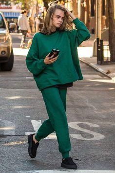 Кара Делевинь в кедах Puma by Rihanna в Нью-Йорке