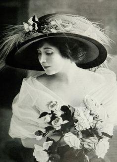 Les Modes (Paris), chapeau de la Maison Amicy, 1909