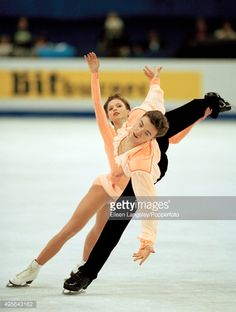 Anton Sikharulidze and Elena Berezhnaya of Russia performing in the pairs skating event during the World Figure Skating Championships in Lausanne, Switzerland, circa March 1997. (Photo by Eileen Langsley/Popperfoto/Getty Images)