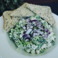 Studený brokolicovo-kurací šalát - fooderka.sk Grains, Rice, Ethnic Recipes, Food, Essen, Meals, Seeds, Yemek, Laughter