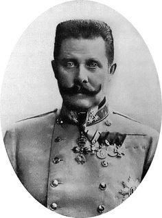 Franz Ferdinand was de prins van Oostenrijk-Hongarije. Zijn vrouw en hij reden door Sarajevo, toen er een bom werd gegooid. Alleen de adjudant raakte gewond. Hij werd naar het ziekenhuis gebracht.Franz Ferdinand wilde zijn adjudant bezoeken, maar hij kwam Princip tegen die ook een aanslag wilde plegen op hem. Hij vermoorde Franz Ferdinand en zijn vrouw. Dit leidde tot een oorlogsverklaring van Oostenrijk-Hongarije aan Servië. De aanslag van Princip was de aanleiding voor Wereldoorlog 1.