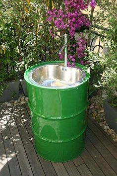 If you love spending time outdoors in the garden, here's a great way to turn an oil drum into an outdoor sink. Connect the sink to a hosepipe for … - Alles über den Garten Outdoor Kitchen Sink, Outdoor Sinks, Kitchen Sinks, Diy Kitchen, Kitchen Ideas, Outdoor Garden Sink, Outdoor Pool, Outdoor Pergola, Outdoor Kitchens