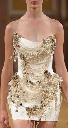 Regilla ⚜ Una Fiorentina in California Look Fashion, High Fashion, Fashion Show, Fashion Design, Elegant Dresses, Pretty Dresses, Beautiful Dresses, Couture Fashion, Runway Fashion
