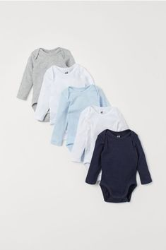 Find a selection of cute, practical clothes for newborn babies at H&M. Browse comfortable outfits for newborn boys and girls ages 0 to 9 months. Baby Outfits Newborn, Baby Boy Newborn, Bodies, Essentiels Mode, Dark Blue Grey, Dark Red, Pink Kids, Coton Bio, Long Sleeve Bodysuit