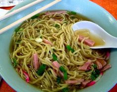 The favorite local fast food of the hawaiian islands abd also considered the national dish of hawaii, is saimin, an inexpensive noodle and broth soup. Hawaiian Dishes, Hawaiian Recipes, Hawaiian Chicken, Hawaiian Luau, Fried Saimin Recipe Hawaii, Local Fast Food, Homemade Chicken Stock, Homemade Salsa, Recipes
