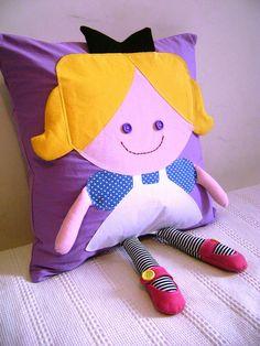 Almofada Alice, via Flickr.,OUTRO MODELO DE ALMOFADA DE BONECA,LINDISSIMO