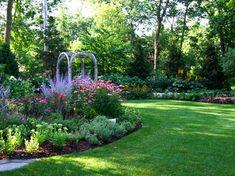 how to garden a suburban back yard landscape design, flower beds stay cation Back Gardens, Outdoor Gardens, Dream Garden, Home And Garden, Garden Beds, Sun Garden, Smart Garden, Garden Paths, Chicago Landscape