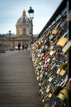"Le Pont des Arts et ses ""cadenas d'amour"" - Paris  //  Love locks on Paris Arts Bridge"