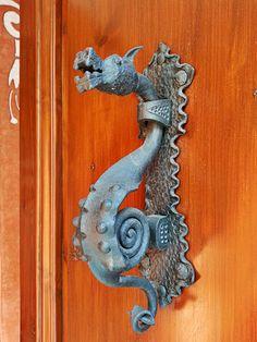 Aldaba de dragón. Mataró