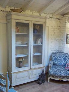 Provençal style furniture: small bookcase