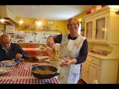LE TAGLIATELLE AI FUNGHI (DI BORGOTARO) - RICETTA DELLA NONNA MARIA) - YouTube Italian Language, Cooking Videos, Creative Food, Italian Recipes, Spaghetti, Youtube, Homemade Pasta, Mushrooms, Gastronomia