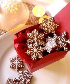 Kouzelná krabička vánočních perníčků Krabi, Panna Cotta, Ethnic Recipes, Food, Beauty, Dulce De Leche, Essen, Meals, Beauty Illustration