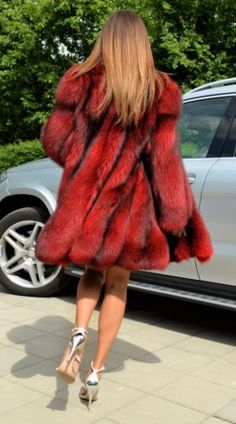 NEW-ROSE-RED-ROYAL-SAGA-FOX-毛皮大衣SWINGER-CLAS-SABLE-貂皮LYNX - 銀 - PONCHO
