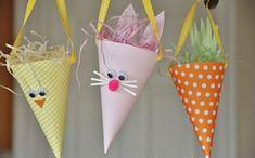 Enfeites coloridos com papel para decoração de Páscoa