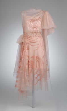 """omgthatdress: """" Dress Madeleine Vionnet, 1929 The Metropolitan Museum of Art """" Madeleine Vionnet, 20s Fashion, Fashion History, Vintage Fashion, Fashion Trends, Edwardian Fashion, Modest Fashion, Korean Fashion, Fashion Ideas"""
