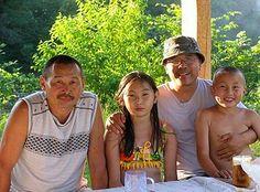 말갈족 가족과 기념사진
