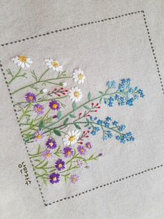 Diy Embroidery Patterns, Basic Embroidery Stitches, Hand Embroidery Videos, Embroidery Flowers Pattern, Creative Embroidery, Japanese Embroidery, Embroidery Techniques, Ribbon Embroidery, Machine Embroidery Designs