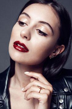 6 chic-glam Xmas makeup looks Mac Burgundy, Beauty Secrets, Beauty Hacks, Beauty Makeup, Face Makeup, Smashbox Cosmetics, Glossy Lids, Sheer Beauty, War Paint