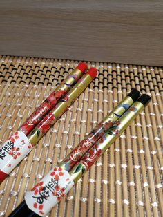 Hey, I found this really awesome Etsy listing at https://www.etsy.com/sg-en/listing/506094329/japanese-floral-couple-design-chopsticks