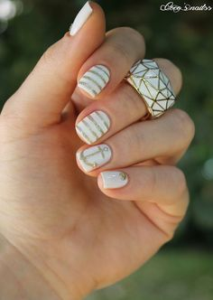 White and gold nautical nails #nailart #cocosnailss